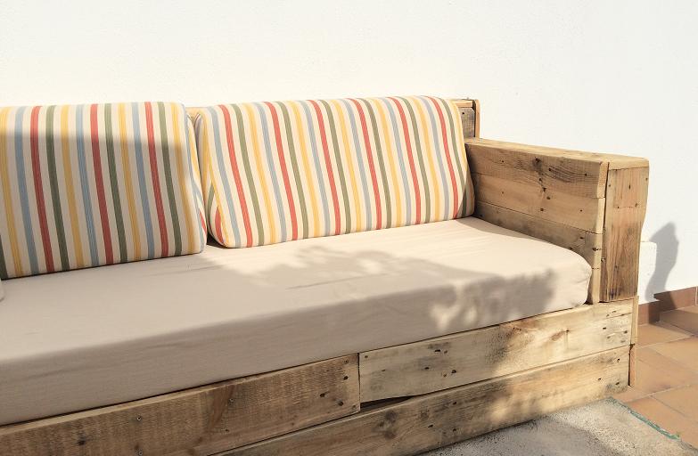 sofa de madera reciclada