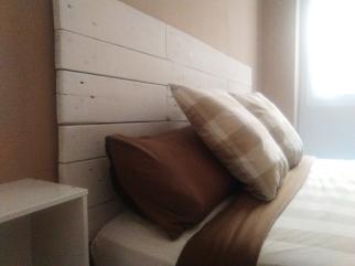 Cabecero de cama en madera reciclada