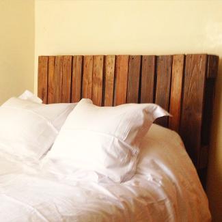 Cabecero de cama hecho con palet