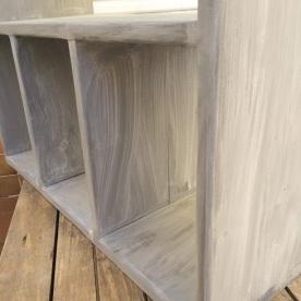 Mesa de madera en gris decapado