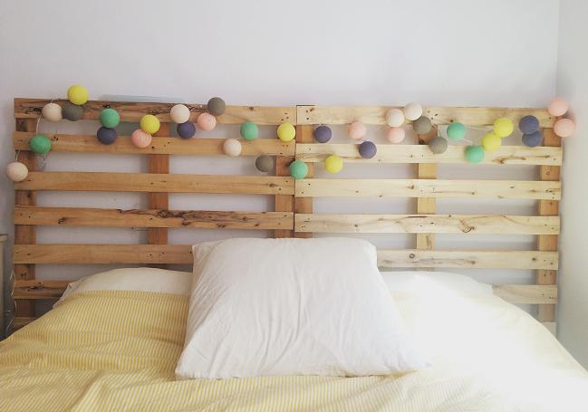 cabecero de cama con palets reciclados